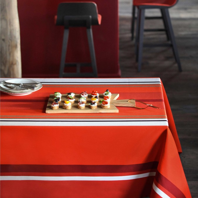 Tablecloth Pampelune with red stripes