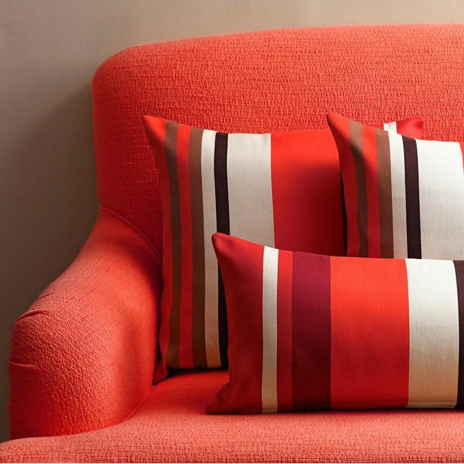 Cojín rojo de Pamplona en algodón satinado