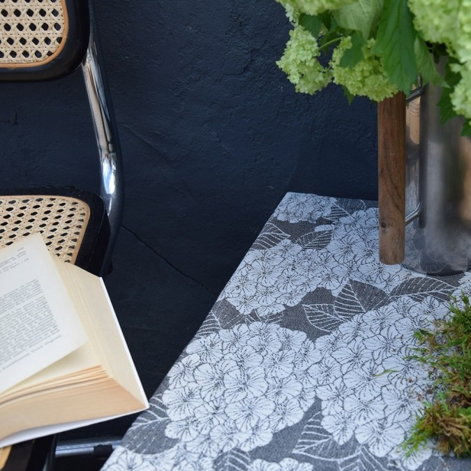 Tablecloth in Jacquard weave and liquorice colour