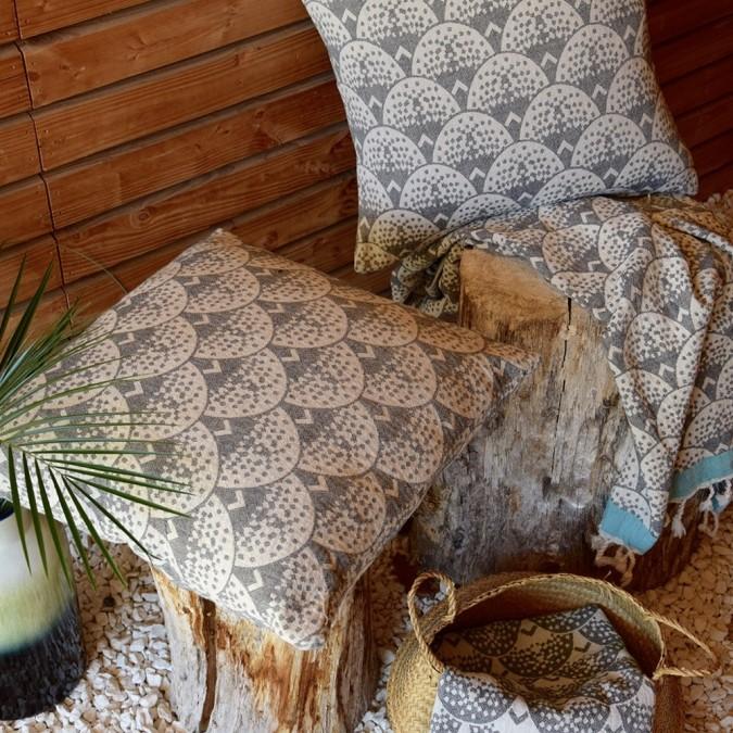 Uhaina Ezkata cushion cover in Jacquard weave