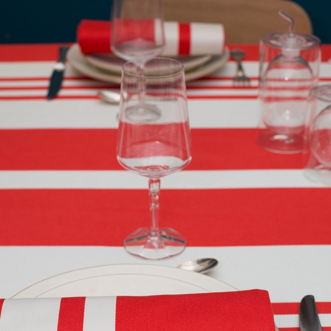 Nappe de table en coton et rayures rouges