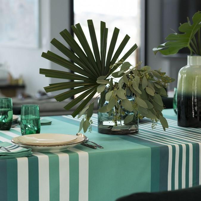 Un mantel de alta gama en tejido  Jacquard y color verde