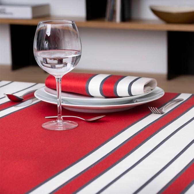 Nappe de table élégante de couleur rouge