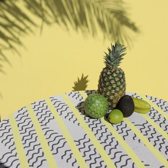 Nappe couleur grise et lime avec des motifs vagues