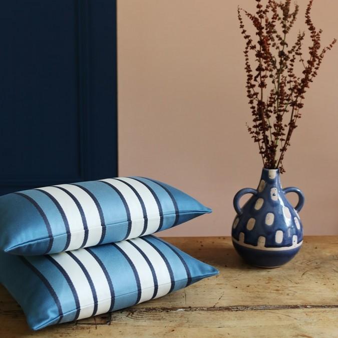 Funda de cojín Espelette color azul medianoche y blanco